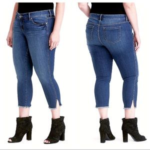 NWT - TORRID Cropped Ankle Skinny Bywater Slit 26